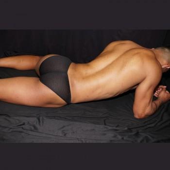 Slips marcador de cachetes masculino. Hecho de malla spandex con elastano, vista de espalda