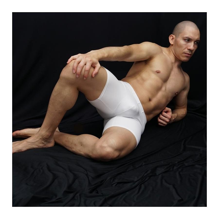 calza corta deportiva para futbol color blanco. vista acostado de frente.