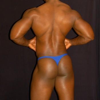 Sutien paqueton azul, vista de espalda para mostrar lo delgado del sutien