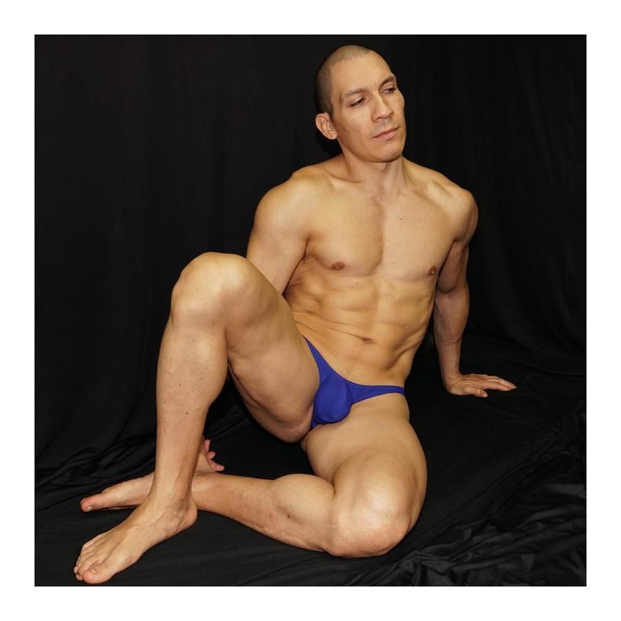 Sutien paqueton azul, vista de perfil para destacar el bultote