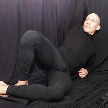 calza larga hombre algodon con elastano  spandex , vista acostado